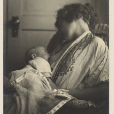 25 Historical Images that Normalize Breastfeeding